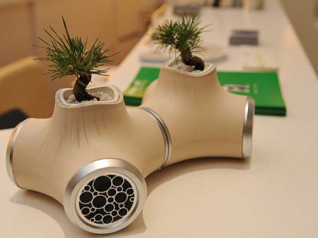 speaker planter 450x3371 Eco friendly speakers with plants look like Luke Skywalkers house