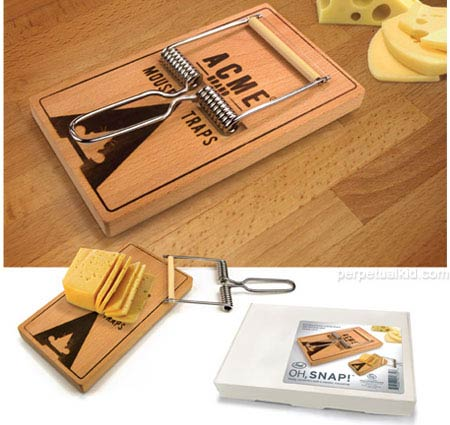 chez 1730 Make people happy by cutting the cheese with this awesome Mouse Trap Cheese Board Cutter