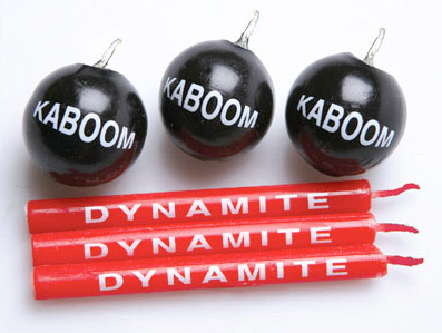 dynamite and bomb candles 2 Your birthday party will blow with Dynamite and Bomb Birthday Candles