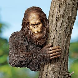 DB383078 Bigfoot statues for your garden are pretty sweet