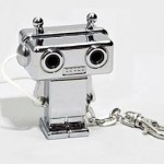 tunes for 2 robot keychain 150x150 Cool retro robot USB flash drive removes his own head